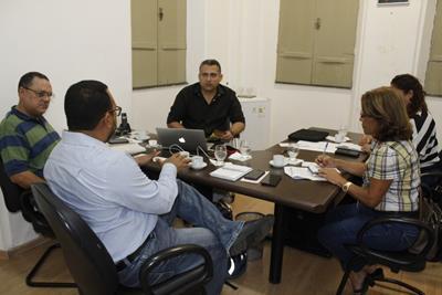Reunião entrega kits Programas Sociais